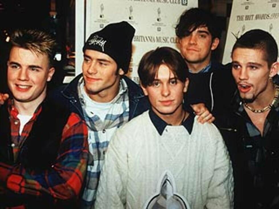 """HÅPER: Robbie Williams håper på en gjenforening med guttebandet """"Take That"""". Slik så Take That ut for 13 år siden. Robbie er nr. to fra høyre."""