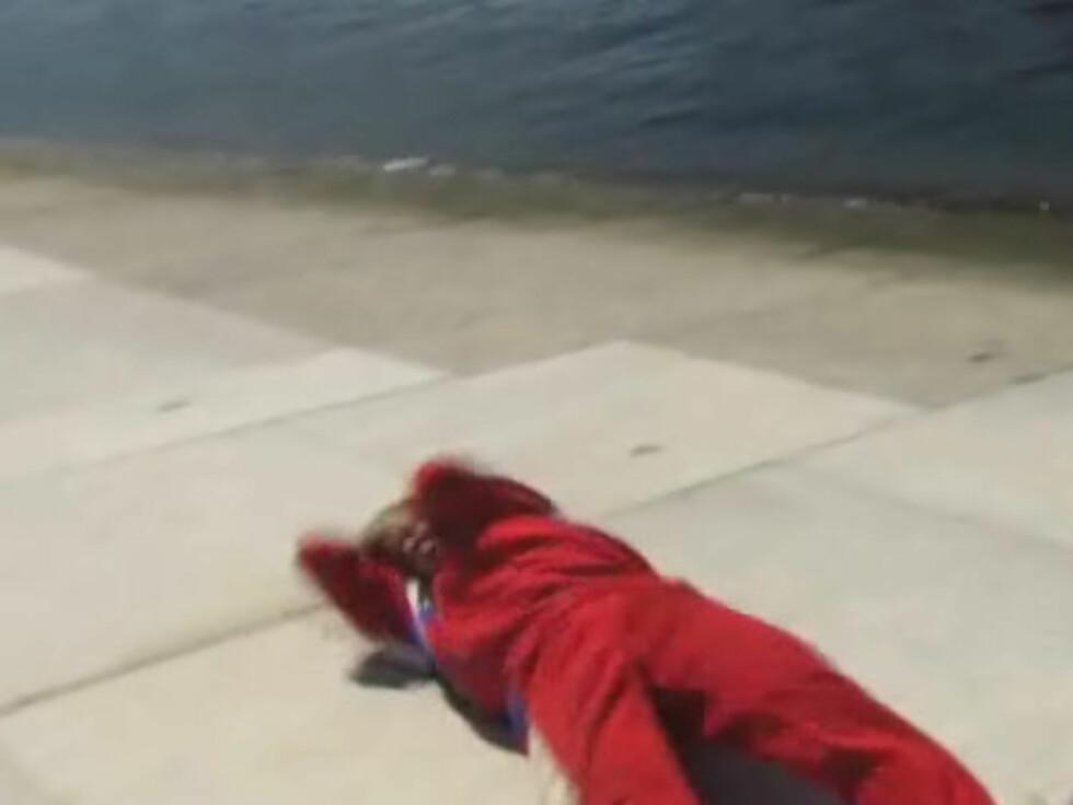 SKADET ALBUENE: Kroppen til Eide fikk hard medfart da hun forsøkte å rulle nedover marmorgulvet på Opraen i Oslo. Foto: nrk.no