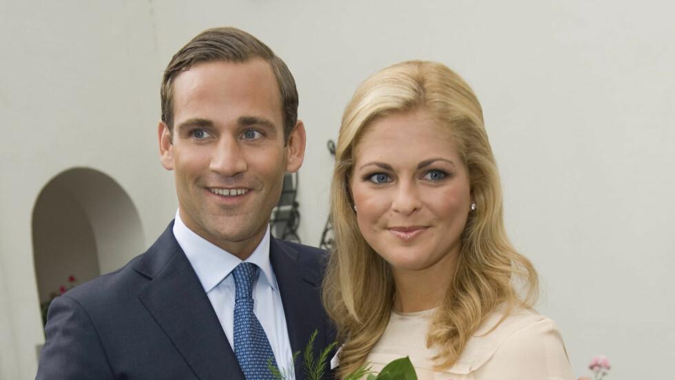 NYFORLOVET: - Hennes vakre blåde øyne og hennes fantastiske latter, sier den nyutnevnte hertugen Jonas Bergström om hvorfor han falt for Madeleine.  Foto: AP