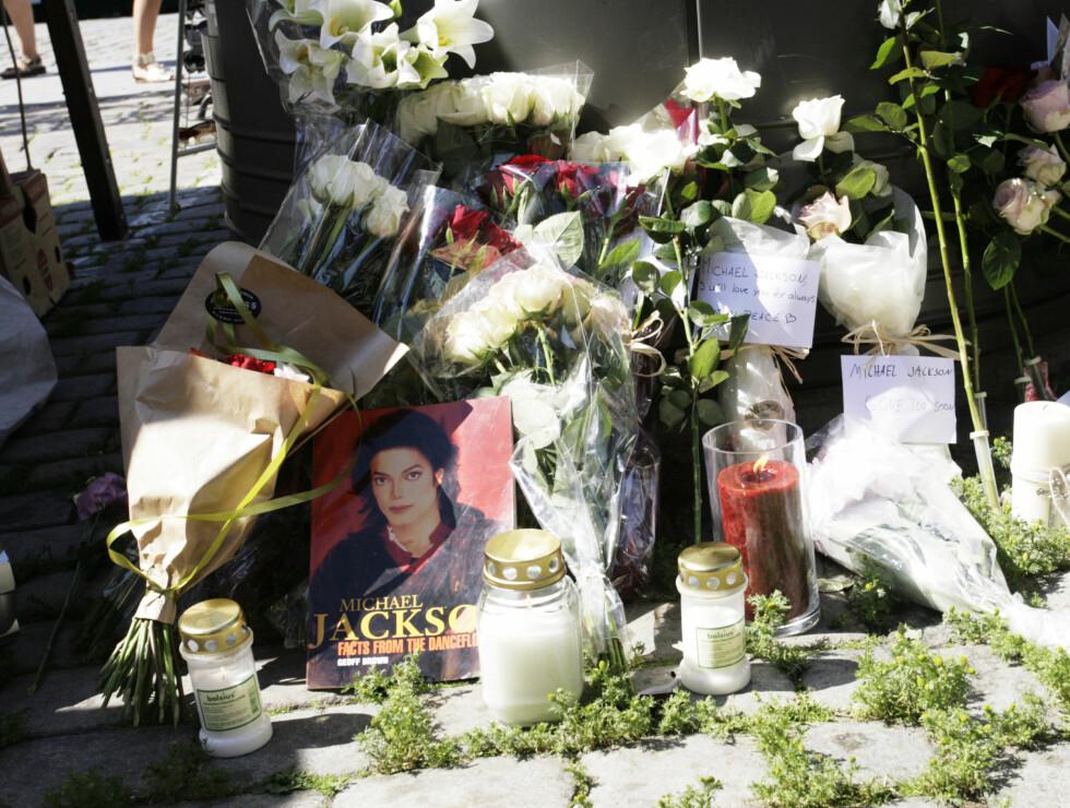 FANSEN SAMLET: Lørdag var det minnestund for avdøde Michael Jackson på Youngstorget i Oslo. Foto: Kirsti Irgens Ertsås, Seher.no