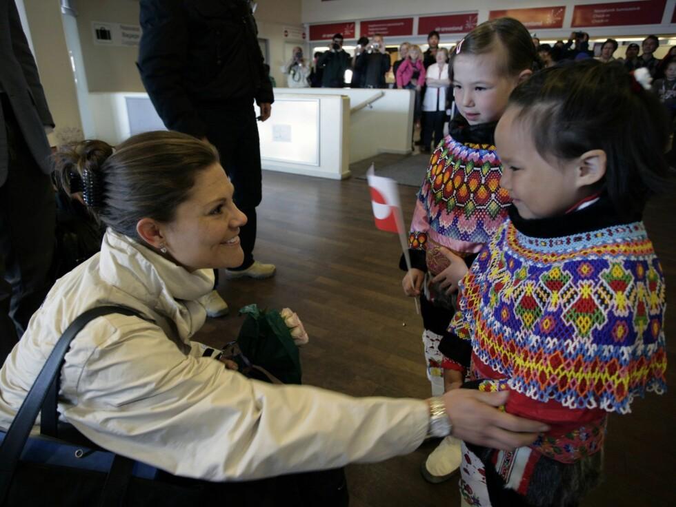 MÅTTE DRA: Mens den svenske kronprinsesse reiste til Grønland på jobb, gikk hennes forlovede Daniel Westling gjennom en nyretransplantasjon hjemme.  Foto: AP