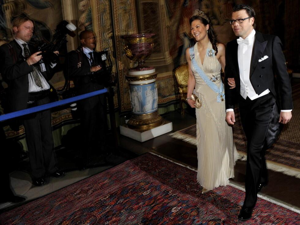ENDELIG SAMMEN: Victoria og Daniel på middag på slottet i Stockholm. Kongemiddagen var Westlings debut i offisiell sammenheng. Foto: SCANPIX