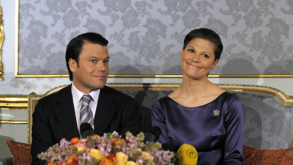 MØTTE PRESSEN: Daniel Westling og kronprinsesse Victoria var strålende opplagte da de kalte inn til pressekonferanse tirsdag. Foto: AP