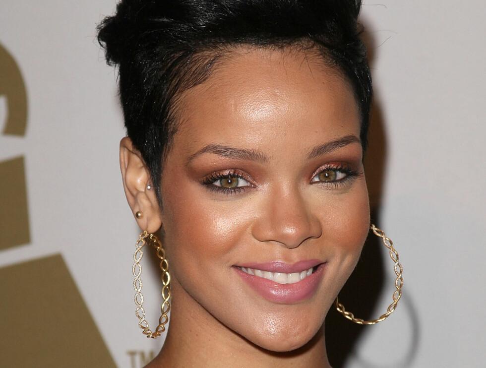 FØR OVERFALLET: Dette bildet er tatt på Beverly Hilton Hotel dagen før Rihanna skal ha blitt overfalt av sin tidligere kjæreste Chris Brown.  Foto: All Over Press