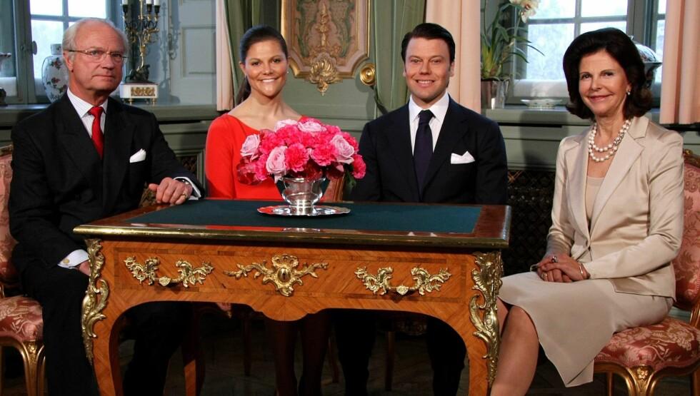 OFFISIELT: Kongeparet med Victoria og sin kommende svigersønn, Daniel. Foto: AP