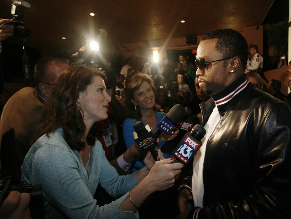 FESTLØVE: Rapperen P Diddy er der det skjer. Her er han på vei inn til en tredagers Super Bowl-fest i St. Petersburg, Florida. Foto: AP