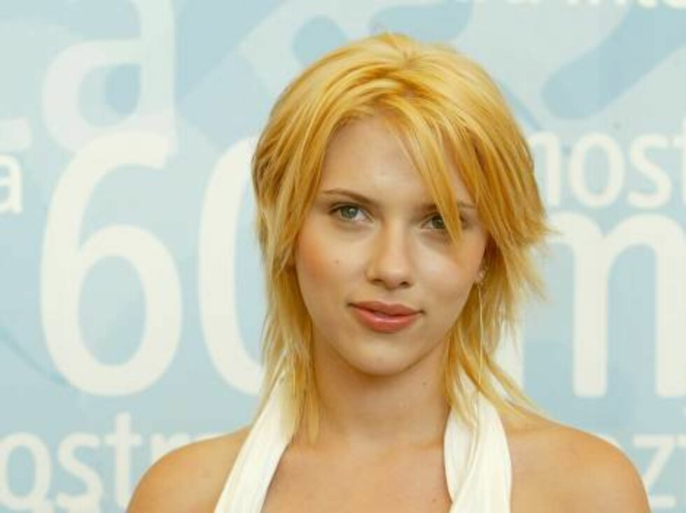 """VENICE, ITALY - AUGUST 31:  Actress Scarlett Johansson poses during a photocall at the 60th Venice Film Festival August 29, 2003 in Venice, Italy. Johansson is in Venice to present the Sofia Coppola film """"Lost in translation"""" which is out of the competiti Foto: All Over Press"""