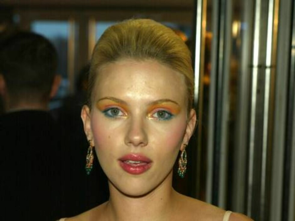 """LONDON - FEBRUARY 17:  (UK NEWSPAPERS OUT)  Actress Scarlett Johansson arrives for the """"Brit Awards 2004"""" at Earls Court 2 on February 17, 2004 in London, England.  (Photo by Dave Hogan/Getty Images) / ALL OVER PRESS *** Local Caption *** Scarlett Johanss Foto: All Over Press"""