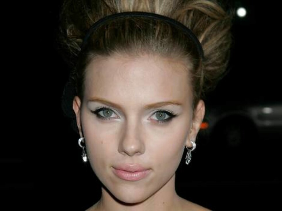 """BEVERLY HILLS, CA - SEPTEMBER 06:  Actress Scarlett Johansson attends the premiere of """"The Black Dahlia"""" at the Academy of Motion Picture Arts and Sciences on September 6, 2006 in Beverly Hills, California.  (Photo by David Livingston/Getty Images)7178770 Foto: All Over Press"""