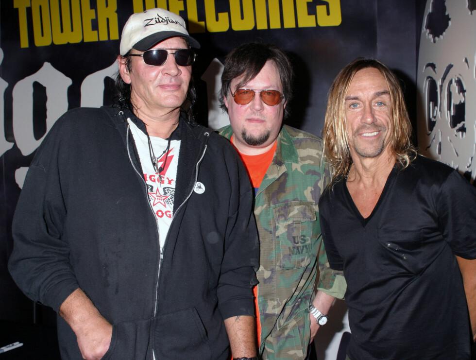 LEGENDER: Ron Asheton (midten) ble funnet død tirsdag. Her er han sammen med broren Scott (t.v) og The Stooges-frontfigur Iggy Pop. Foto: All Over Press