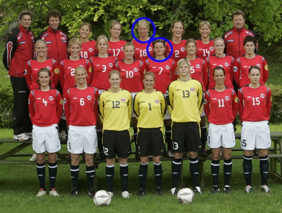 <strong>NÅ ER DE GIFT:</strong> Trine Rønning (i midten) og Kristin Blystad Bjerke (bak) avbildet under kvinnelandslagets samling på Hankø i 2005. Fredag giftet de to seg, som et av de aller første homofile parene i Norge.  Foto: SCANPIX
