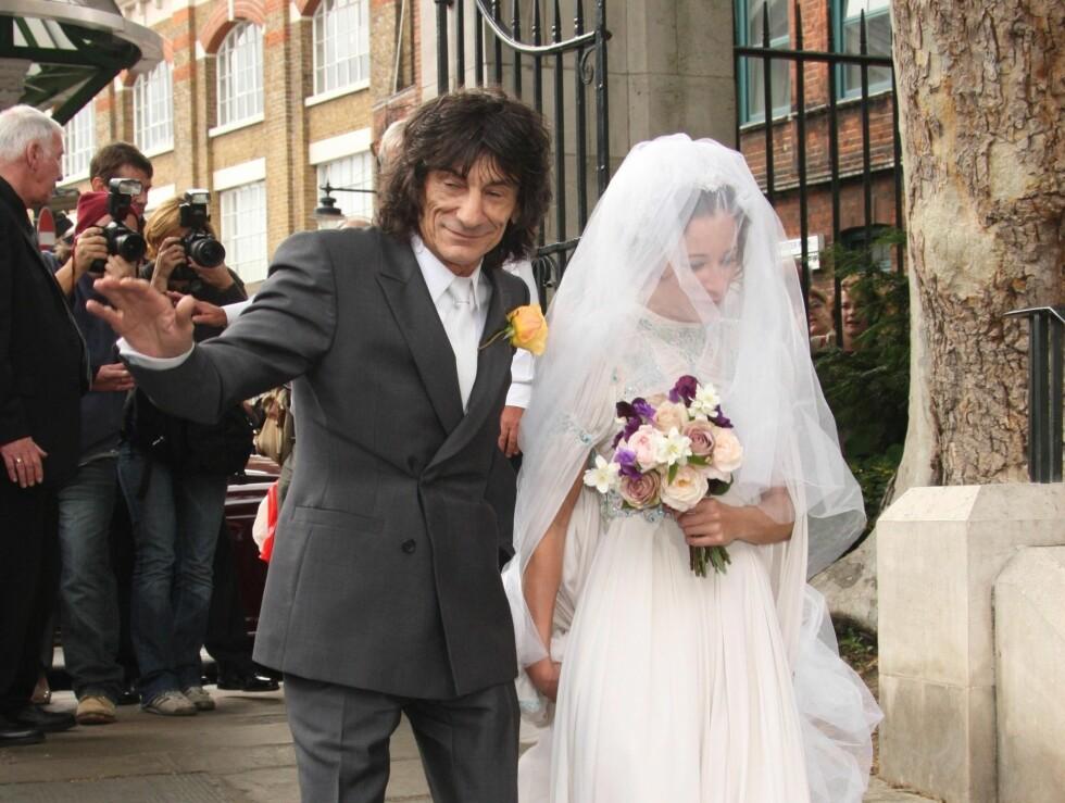 GIFT: Rolling Stones-gitaristen Ronnie Wood giftet bort datteren Leah for ikke lenge siden. Nå er hun gravid og naken på magasinforside. Foto: STELLA PICTURES