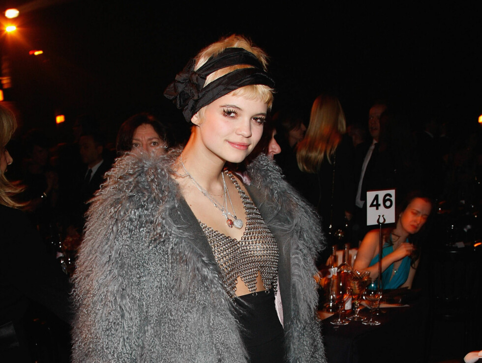 POSERTE: Pixie Geldof forsvant nesten inni den enorme jakken. Foto: All Over Press