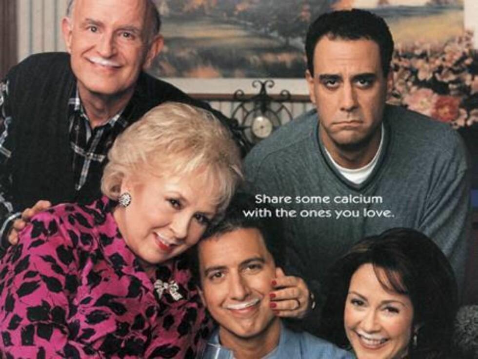 """Hele gjengen fra """"Alle elsker Raymond""""."""