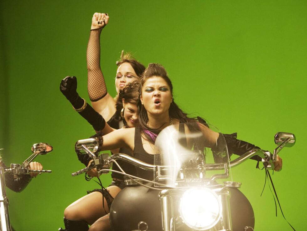 DANSERNE: Danserne var også med på motorsykkelscenen. Foto: Kirsti Irgens Ertsås