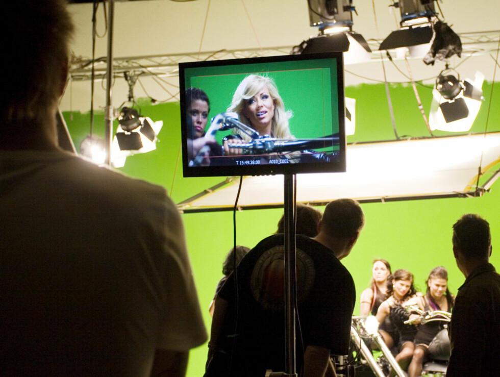 PÅ SETTET: Det er mye som skal stemme for å få en musikkvideo i boks. Foto: Kirsti Irgens Ertsås