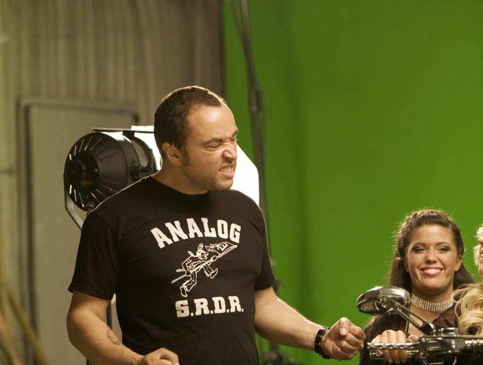 MASSE ENERGI: Regissør Marcel krevde full pupp av jentene. Foto: Kirsti Irgens Ertsås