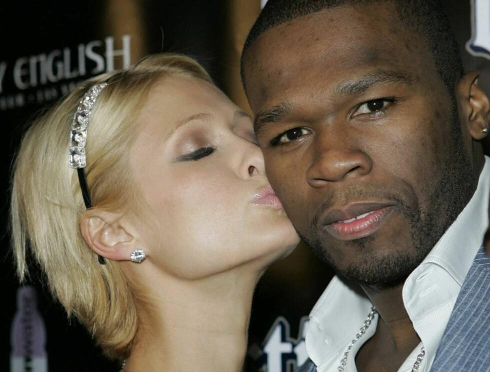 INGEN VÅPEN: 50 Cent nekter for at han har skytevåpen nå for tiden. Her med Paris Hilton.