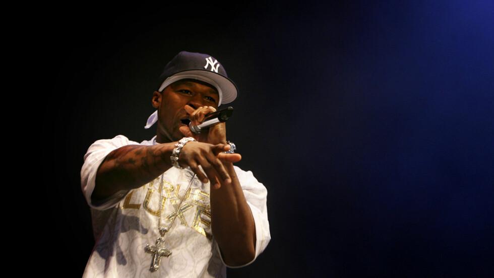 TIL TROMSØ: Rapperen 50 Cent stopper innom Nordens Paris i august. Her er han  på scenen på Idrettsplassen under Quartfestivalen i Kristiansand i fjor. Foto: SCANPIX