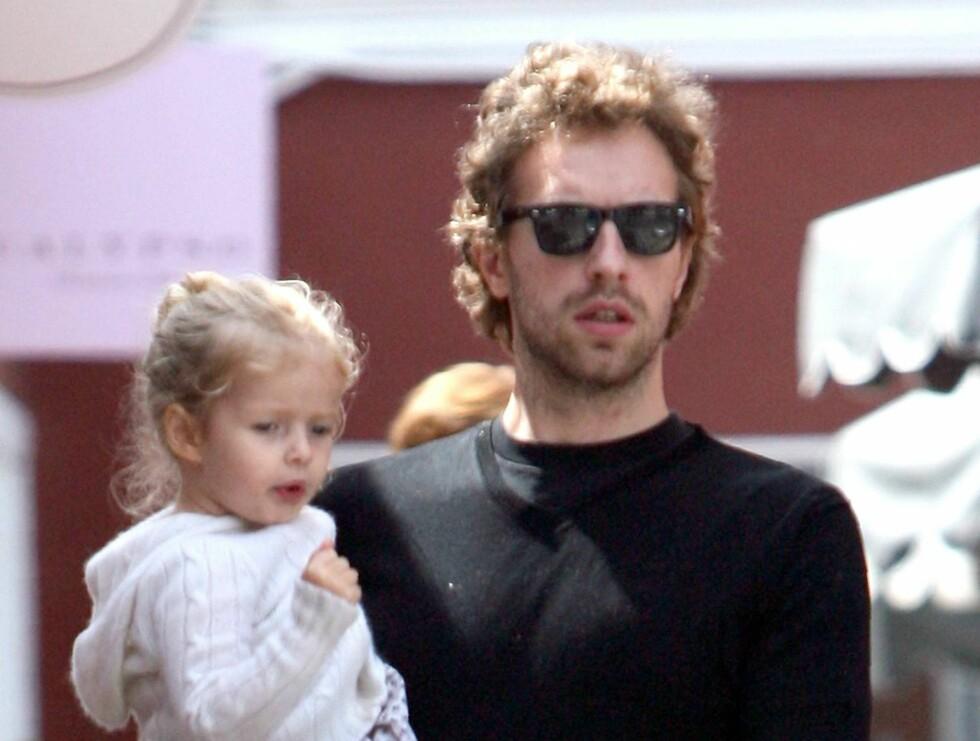 EPLEKJEKK: Coldplay-vokalisten Chris Martin (30) er gift med skuespilleren Gwyneth Paltrow og har to barn, Apple og Moses.  Foto: All Over Press