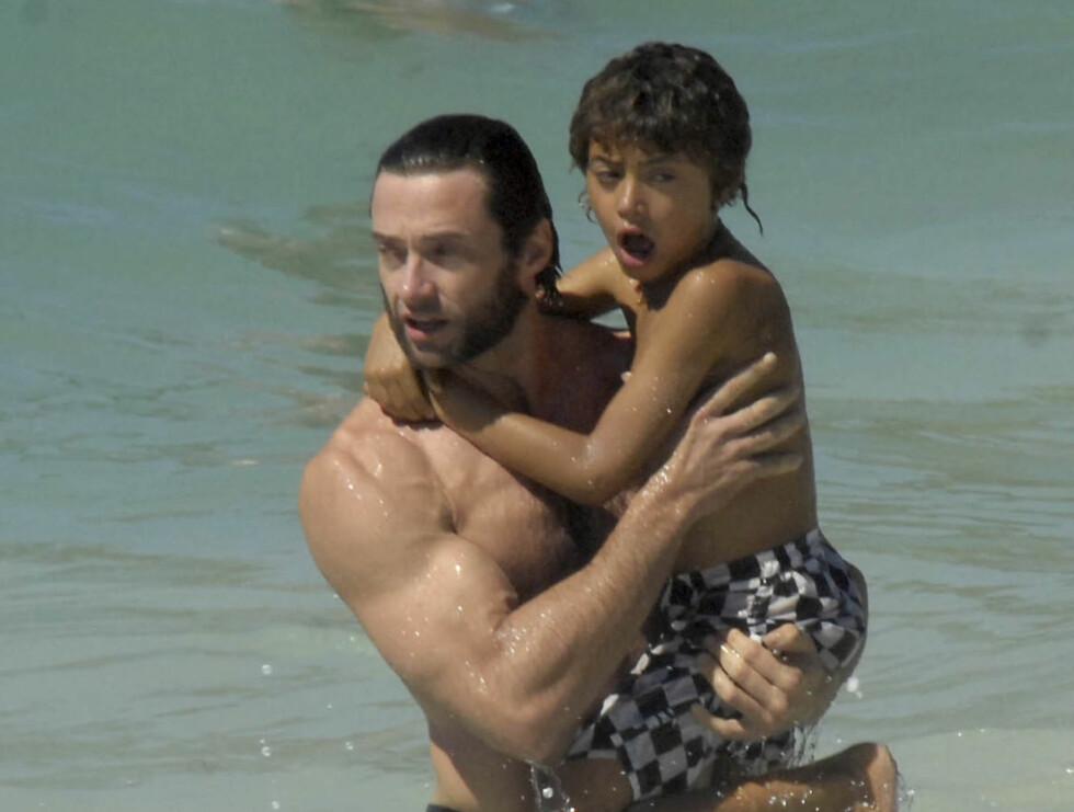 MUSKELPAPPA: x-men-helten Hugh Jackman på solferie med familien.  Foto: Stella Pictures