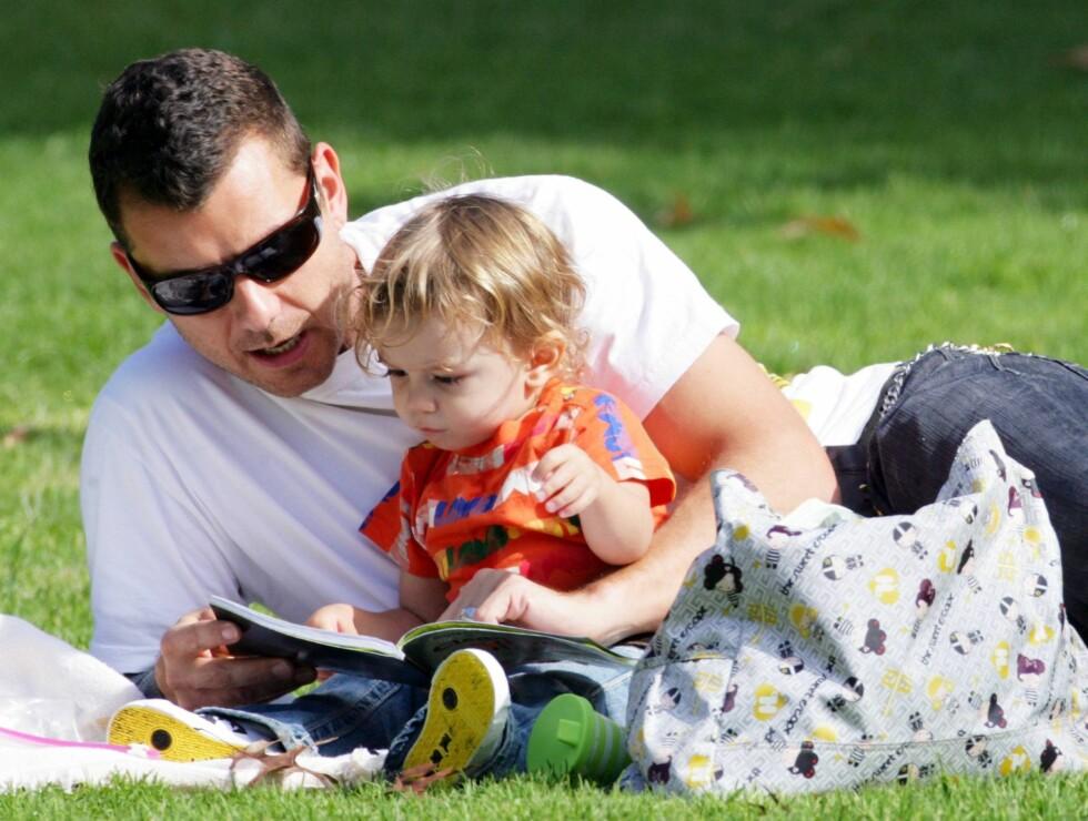PAPPA PÅ HELTID: Gwen Stefanis sønn Kingson er vel så mye å se med sin engasjerte pappa Gavin Rossdale som henne.  Foto: All Over Press