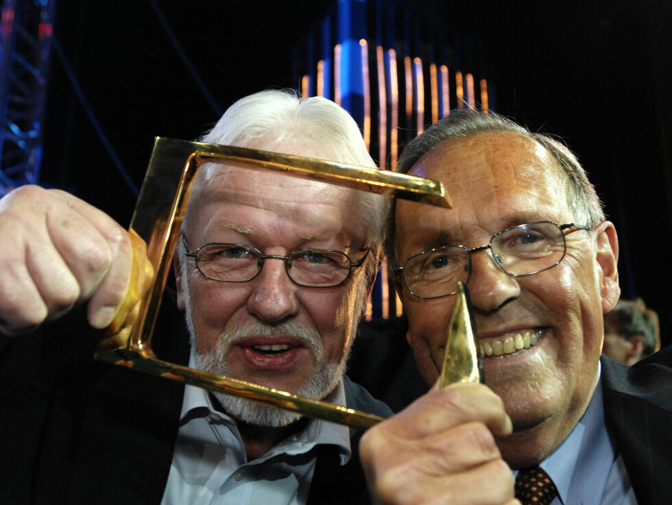 HEDRET: Kjell Kristian Rike og Jon Herwig Carlsen fikk årets hederspris under TV-bransjens prisutdeling Gullruten i 2007.  Foto: SCANPIX
