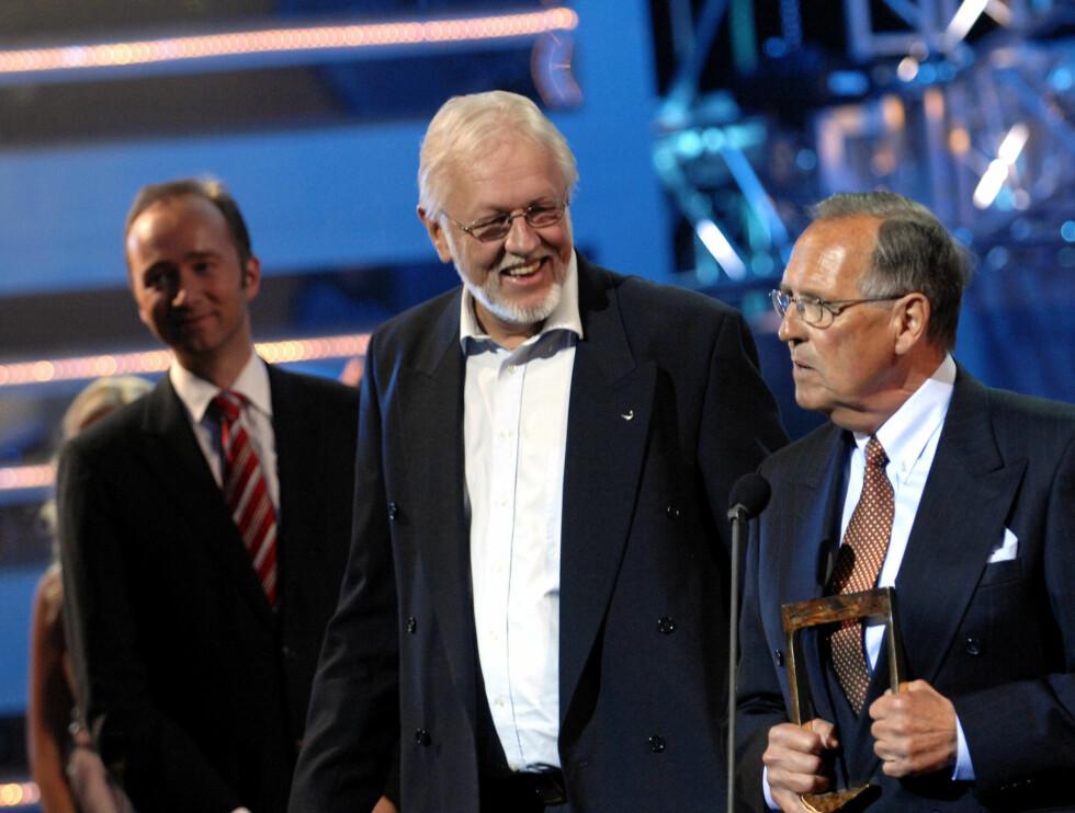 HEDRET: Kjell Kristian Rike og Jon Herwig Carlsen fikk hederspris under TV-bransjens prisutdeling Gullruten i 2007.  Foto: Scanpix