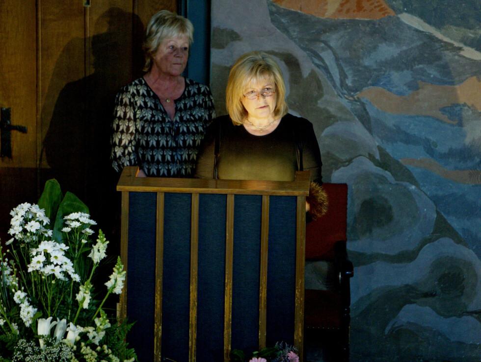Hanne Skram og Ingeborg Sørensen holdt minnetale. Foto: SCANPIX