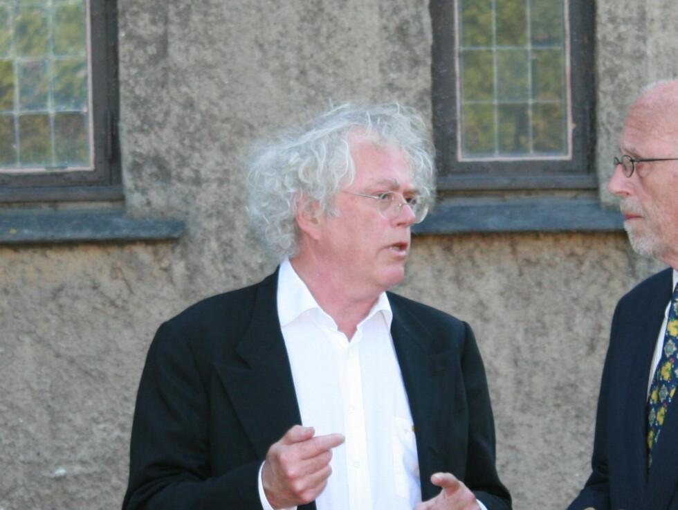 KOM: Forfatter Dag Solstad kom i begravelsen. Foto: seher.no