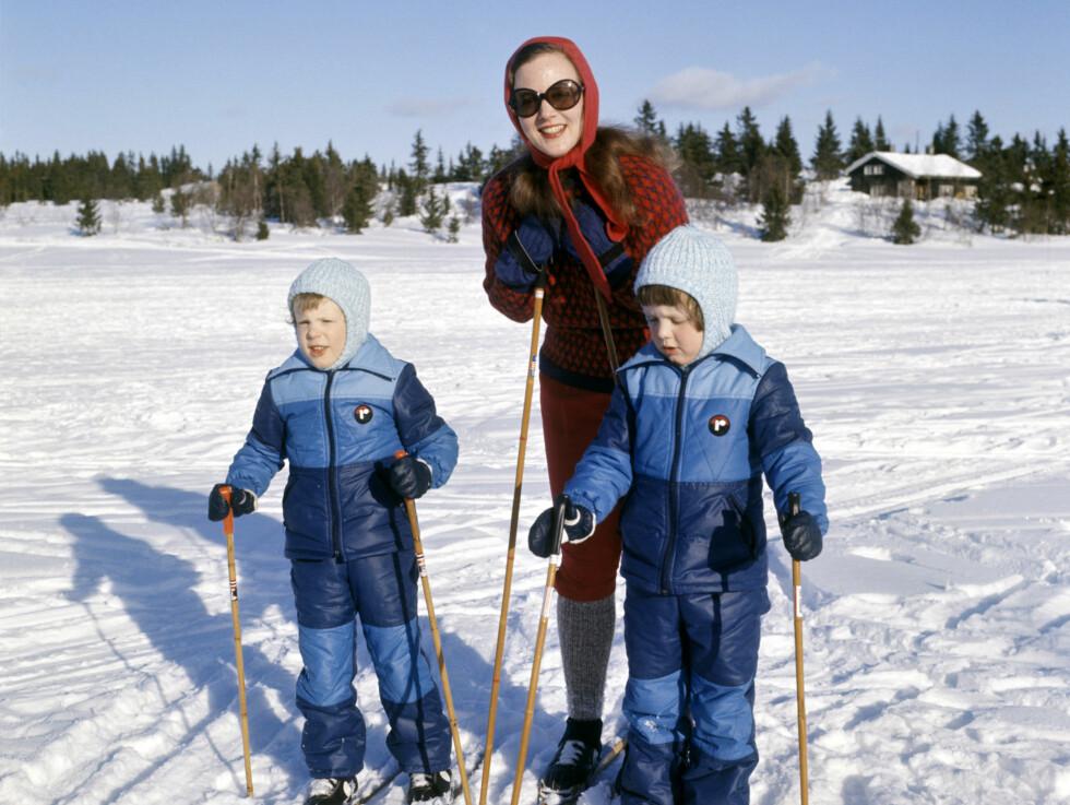 I GAUSDAL: Dronning Margrethe av Danmark på vinterferie i Gausdal sammen med barna arveprins Frederik (t.h.) og prins Joachim så langt tilbake som i 1975. Foto: Scanpix