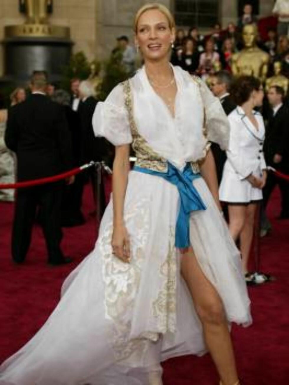 Uma Thurman arrives for the 76th annual Academy Awards Sunday, Feb. 29, 2004, in Los Angeles. Thurman will be a presenter during the telecast. (AP Photo/Joe Cavaretta) Foto: AP