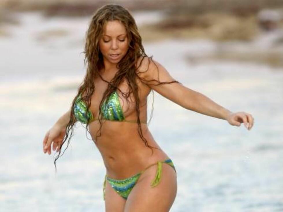 <strong>PUPPULÆR:</strong> Maria gjorde sitt beste for å holde stilen, men ble mer og mer konsentrert om å holde bikinien på plass... Foto: All Over Press