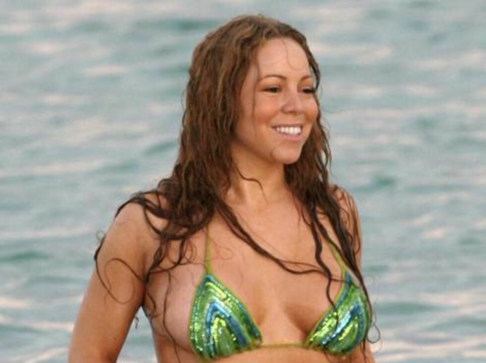 <strong>LATTERMILD:</strong> Popstjernen tok situasjonen sporty og gliste da hun kom opp av vannet. Foto: All Over Press