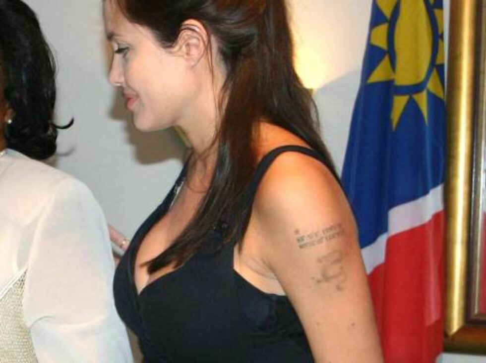 Proud parents Angelina Jolie and Brad Pitt give a press conference in Namibia on June 7, 2006. They speak about their new born daughter Shiloh Novel the day before the first official pictures will hit a few magazines all over the world. Jolie and Pitt rep Foto: Stella Pictures