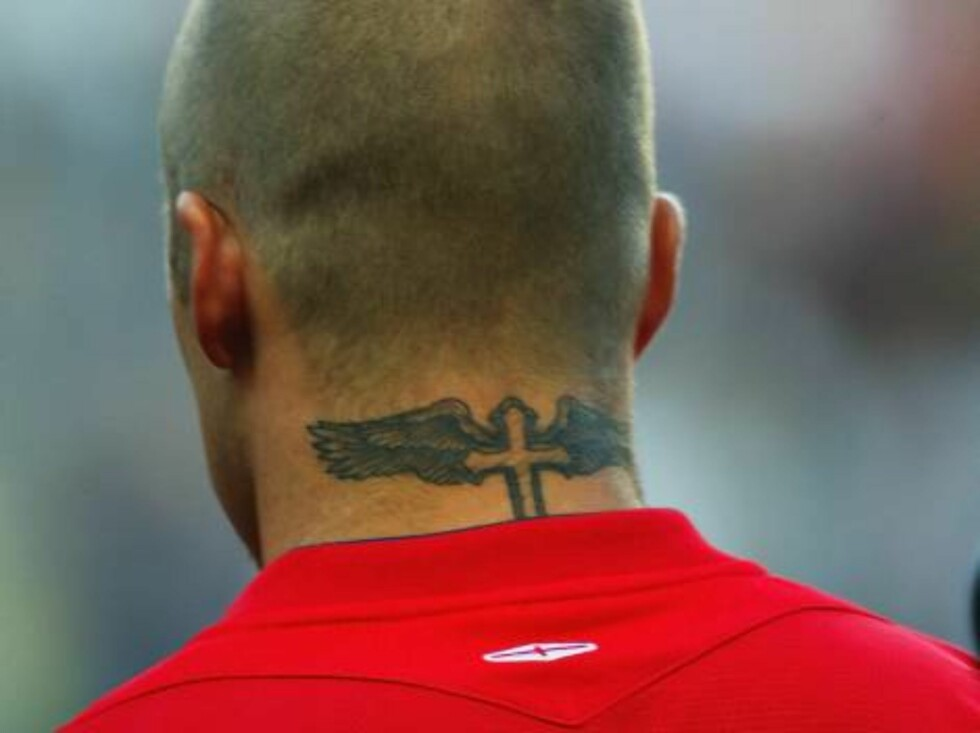 MANCHESTER, ENGLAND -  JUNE 1:  England Captain David Beckham sports a new tattoo prior to the match between England and Japan held at the City of Manchester Stadium on June 1, 2004, in Manchester, England. (Photo by Ross Kinnaird/Getty Images. / ALL OVER Foto: All Over Press