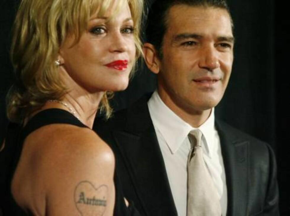 HOLDER SAMMEN: Antonio Banderas støtter Melanie gjennom hele avrusningsprosessen. Foto: AP/Scanpix