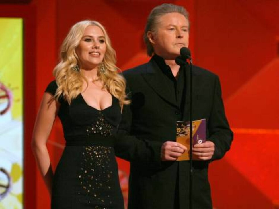 LOS ANGELES, CA - FEBRUARY 11:  Actress Scarlett Johansson (L) and musician Don Henley present the award for Album of the Year onstage at the 49th Annual Grammy Awards at the Staples Center on February 11, 2007 in Los Angeles, California.  (Photo by Kevin Foto: All Over Press