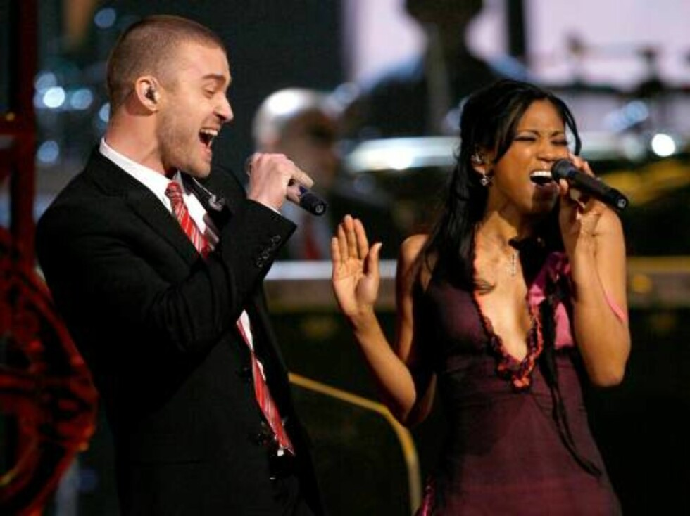 """LOS ANGELES, CA - FEBRUARY 11:  Singers Justin Timberlake and """"My GRAMMY Moment"""" winner Robyn Troup perform  onstage at the 49th Annual Grammy Awards at the Staples Center on February 11, 2007 in Los Angeles, California.  (Photo by Kevin Winter/Getty Imag Foto: All Over Press"""