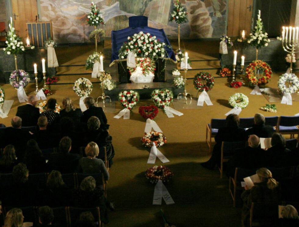 RØRENDE: Trond Kirkvaag ble bisatt i Vestre Krematorium i Oslo fredag.  Foto: SCANPIX