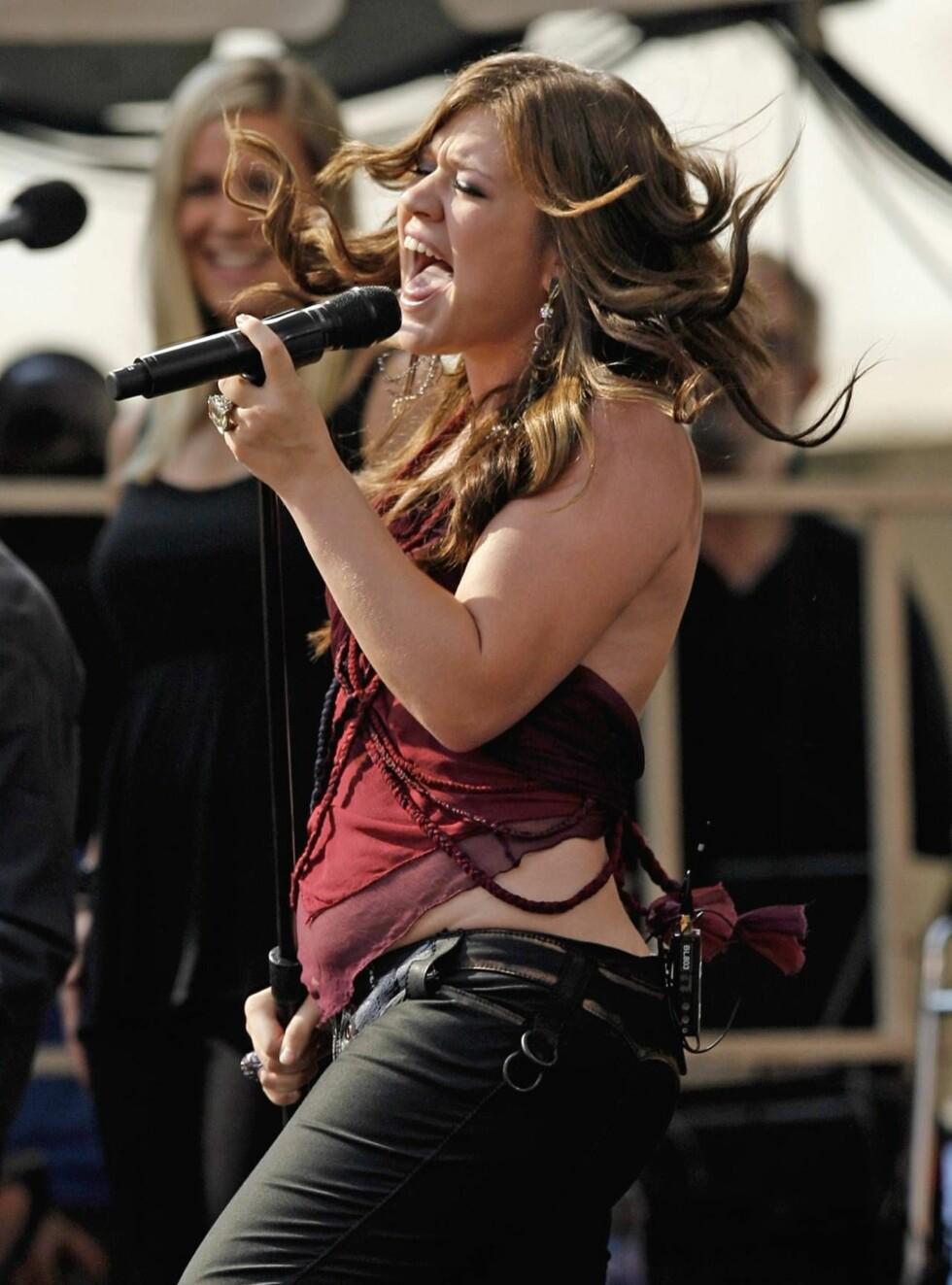 """FORMFULT IDOL: Popstjernen og """"American Idol""""-vinner Kelly Clarkson er et idol for mange unge jenter, og har tidligere uttalt at hun er stolt av formene sine. Foto: AP"""