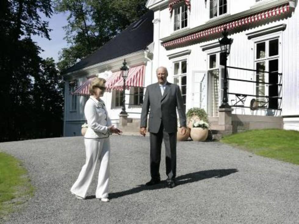 OSLO 20070824:  Kong Harald og dronning Sonja var tilstede under den offisielle markeringen av ferdigstillelsen av Bygdø Kongsgård  fredag. Foto: Knut Falch  / SCANPIX Foto: SCANPIX