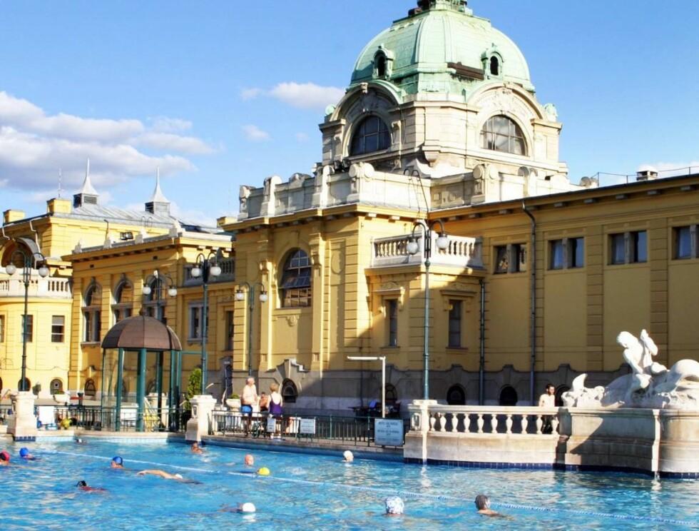SZECHENYI: Et vakkert beliggende og meget populært stort helårsbad i Byparken. Foto: Se og Hør
