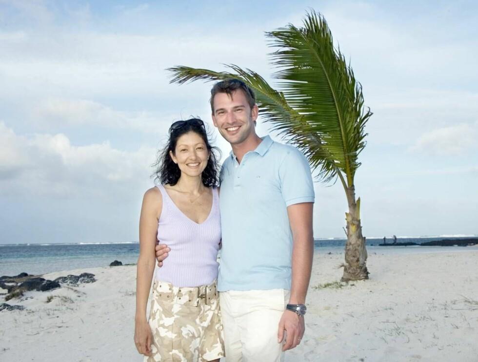 HET BRYLLUPSREISE: I kjærlighetsrus under palmesus. Endelig får paret nyte kjærligheten.  Foto: All Over Press