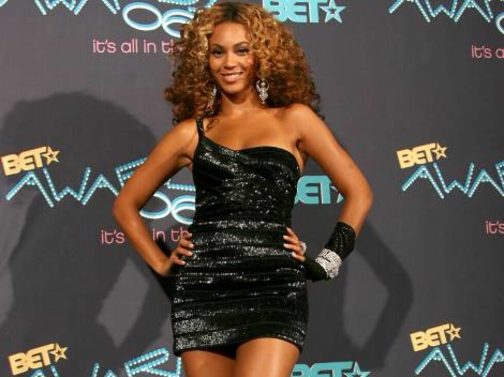 LOS ANGELES, CA - JUNE 27:  Singer Beyonce Knowles poses in the press room at the 2006 BET Awards at the Shrine Auditorium on June 27, 2006 in Los Angeles, California.  (Photo by Frederick M. Brown/Getty Images)71299482TT017_BET_Awards_06 *** Local Captio Foto: All Over Press