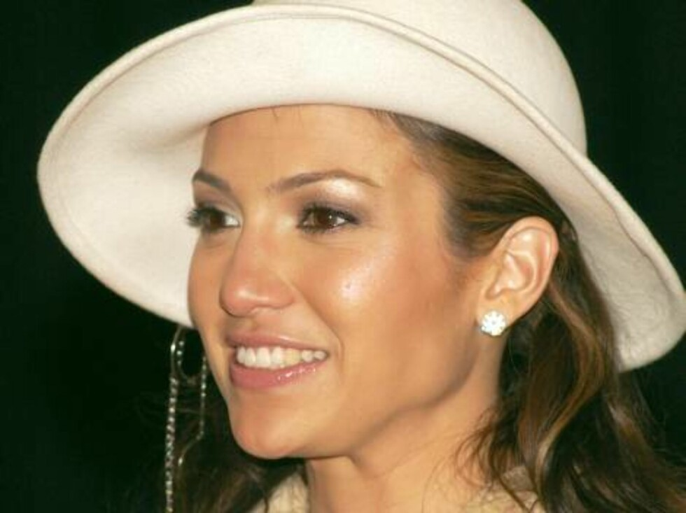 404566 07:  Recording artist Jennifer Lopez arrives at a media conference to announce the winner of the nationwide model search for JLo Fashions April 27, 2002 in New York City. The winner, Natalie Martinez, 17-years-old, is from Miami.  (Photo by Lawrenc Foto: All Over Press