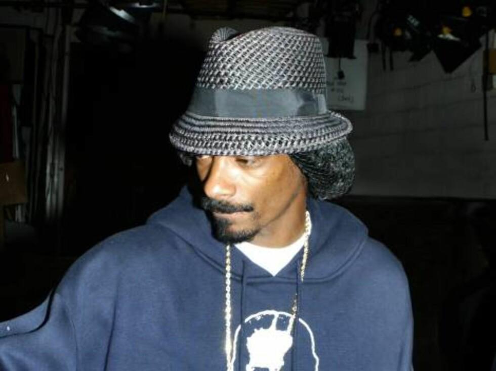FREKK FILM: Snoop Dogg tok nylig turen inn i Oslo Spektrum, og rapperen er også kjent for å finne frem kameraet når han tar turen inn i kvinnelige fans... Foto: All Over Press