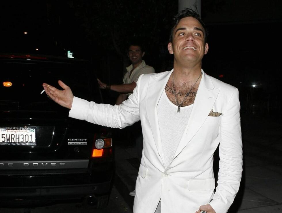 LO: Mon tro om det var nysgjerrige spørsmål som fikk Robbie så smilende? Foto: All Over Press