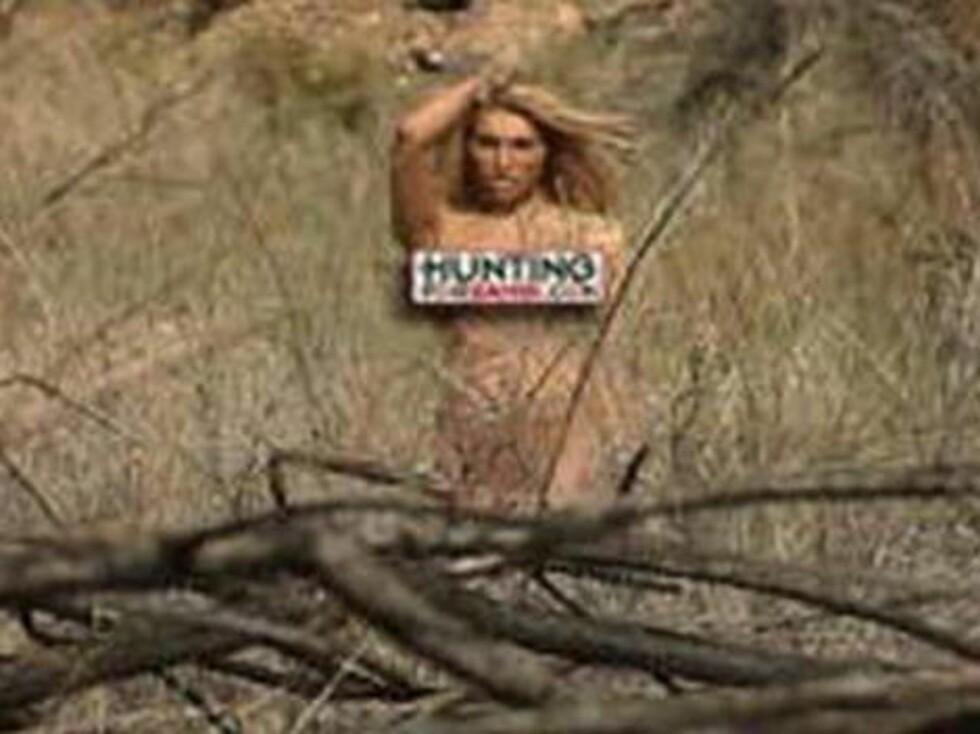PÅ JAKT: Damene må løpe og gjemme seg i busklandskapet. De er livredde for at jaktlaget skal finne dem. Bildene er sensurert. I virkeligheten har de bar ejoggesko på. Foto: Stella Pictures
