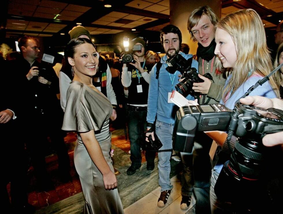 POPULÆR GJEST: Pia Tjelta er en av drømmegjestene til norske festfiksere. Her er hun på vei inn til filmball. Foto: SCANPIX